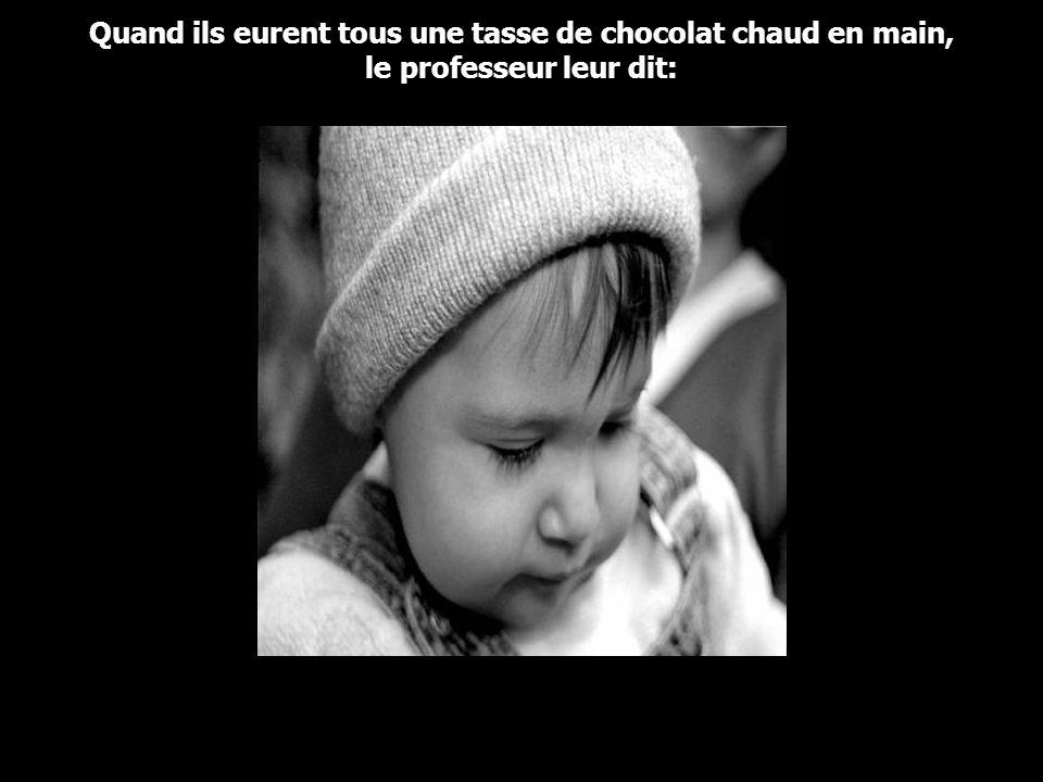 Offrant à ses invités du chocolat chaud, le prof alla dans sa cuisine et revint avec un gros contenant de chocolat chaud et un assortiment de tasses –