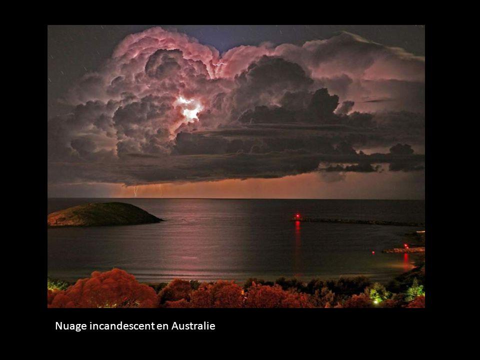 Nuage incandescent en Australie