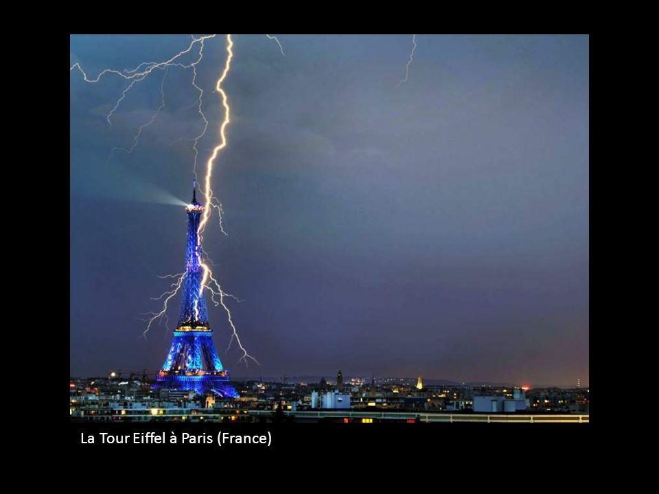 La Tour Eiffel à Paris (France)
