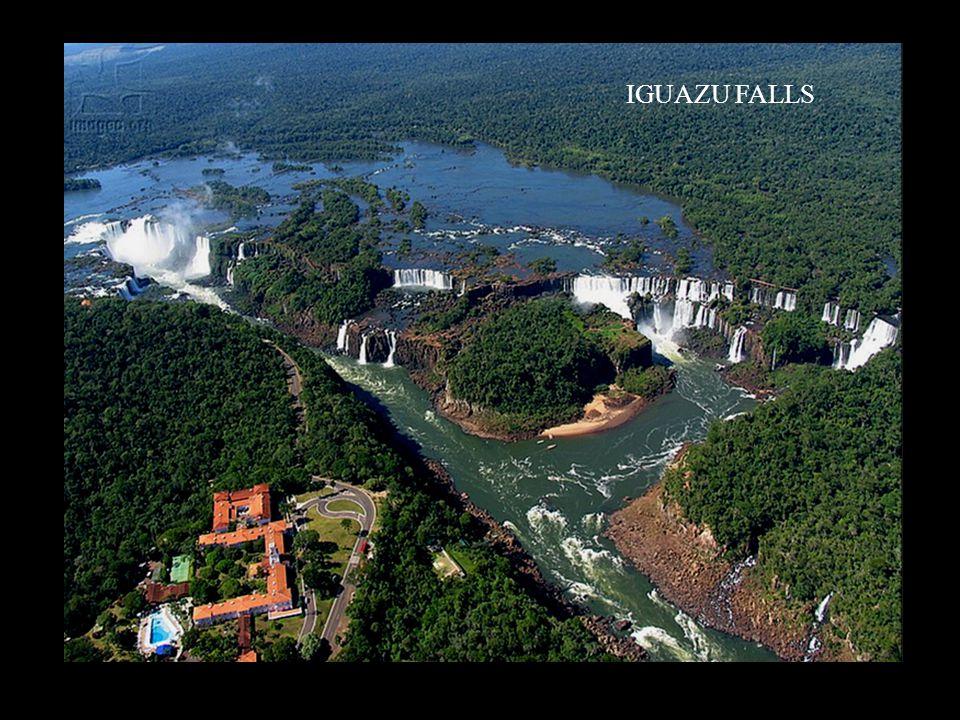 Maintenant, voici un véritable puzzle de 207 pièces assemblées par Dame Nature sur près de 2.7 kilomètres tout au long de la rivière Iguazu. Certes, q