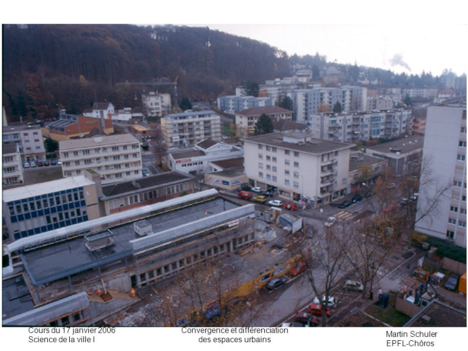 Martin Schuler EPFL-Chôros Cours du 17 janvier 2006 Science de la ville I Convergence et différenciation des espaces urbains Lindice de dissimilarité donne une mesure de lincompatibilité ou de la compatibilité de localisation résidentielle de deux catégories de population.