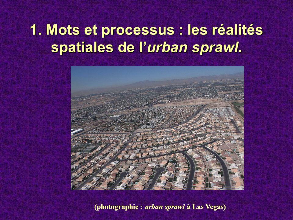 1. Mots et processus : les réalités spatiales de lurban sprawl. (photographie : urban sprawl à Las Vegas)