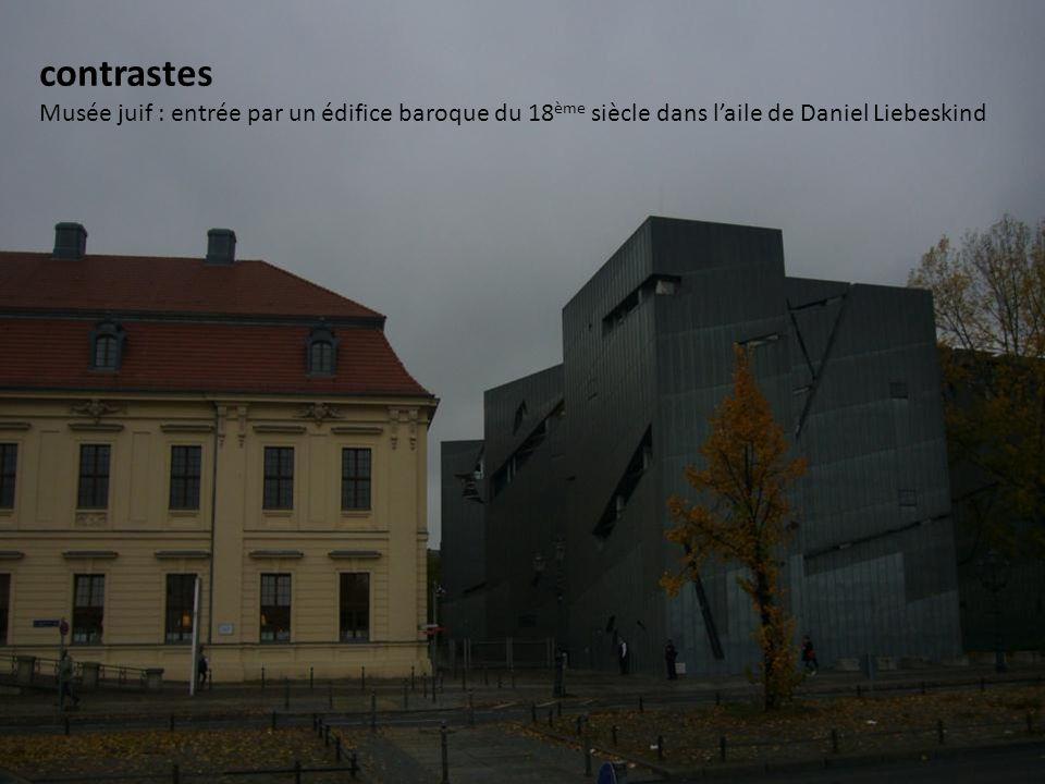Ville de contrastes Musée juif : …………………………………………………………….;; contrastes Musée juif : entrée par un édifice baroque du 18 ème siècle dans laile de Daniel Liebeskind