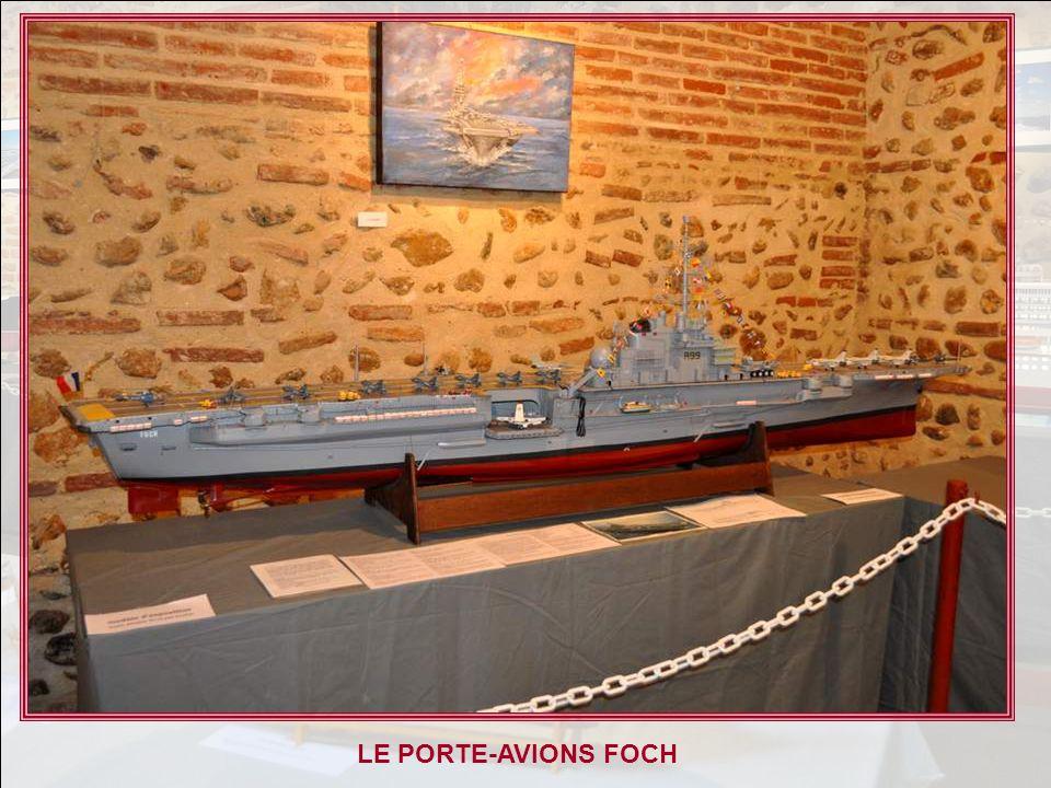 LE PORTE-AVIONS FOCH HISTORIQUE En 1954, lÉtat-Major de la Marine française obtenait du Parlement, pour remplacer les porte-avions vendus ou prêtés pa
