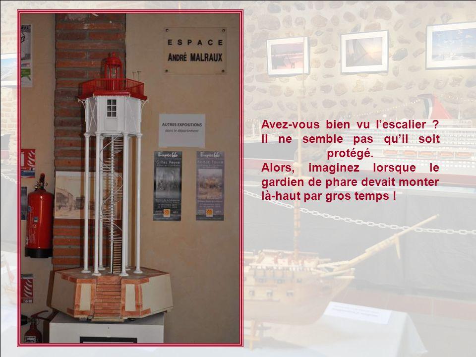 UN MODELE UNIQUE Le phare de Port-Vendres est une ingénieuse réalisation. Il est situé à lextrémité du musoir du môle qui abrite le port contre la gro