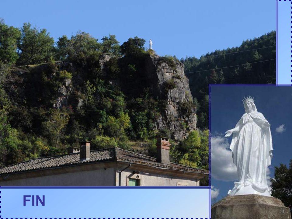 Quelques kms plus loin, surprise ! Une autre statue de Vierge, là-haut sur les plus hautes collines ! Est-ce la même, vue dun autre côté ? Ma suggesti