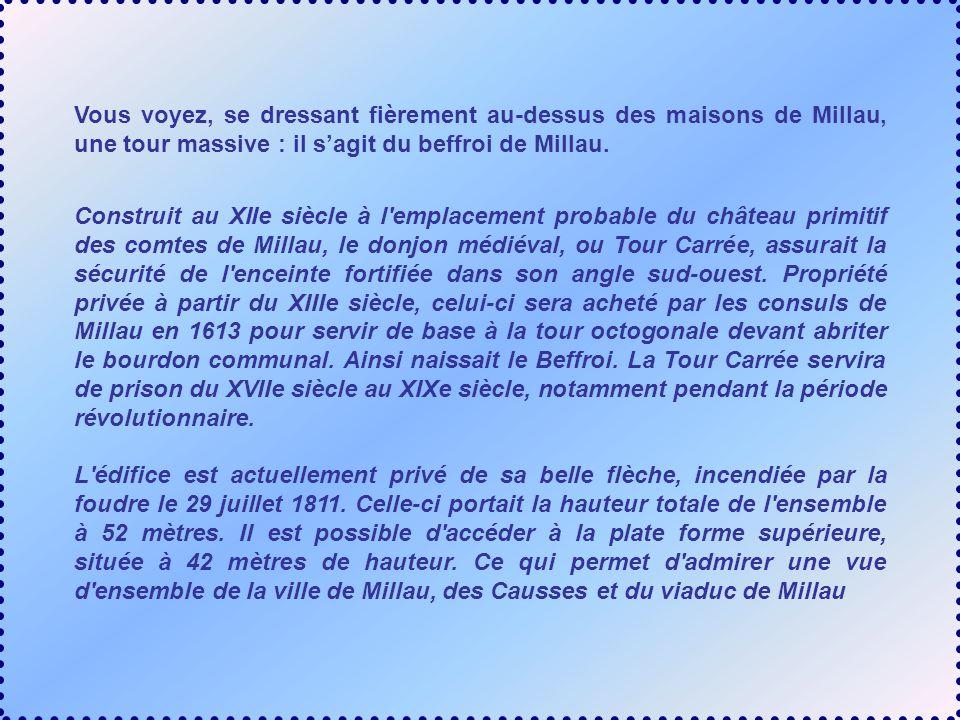 Vous voyez, se dressant fièrement au-dessus des maisons de Millau, une tour massive : il sagit du beffroi de Millau.