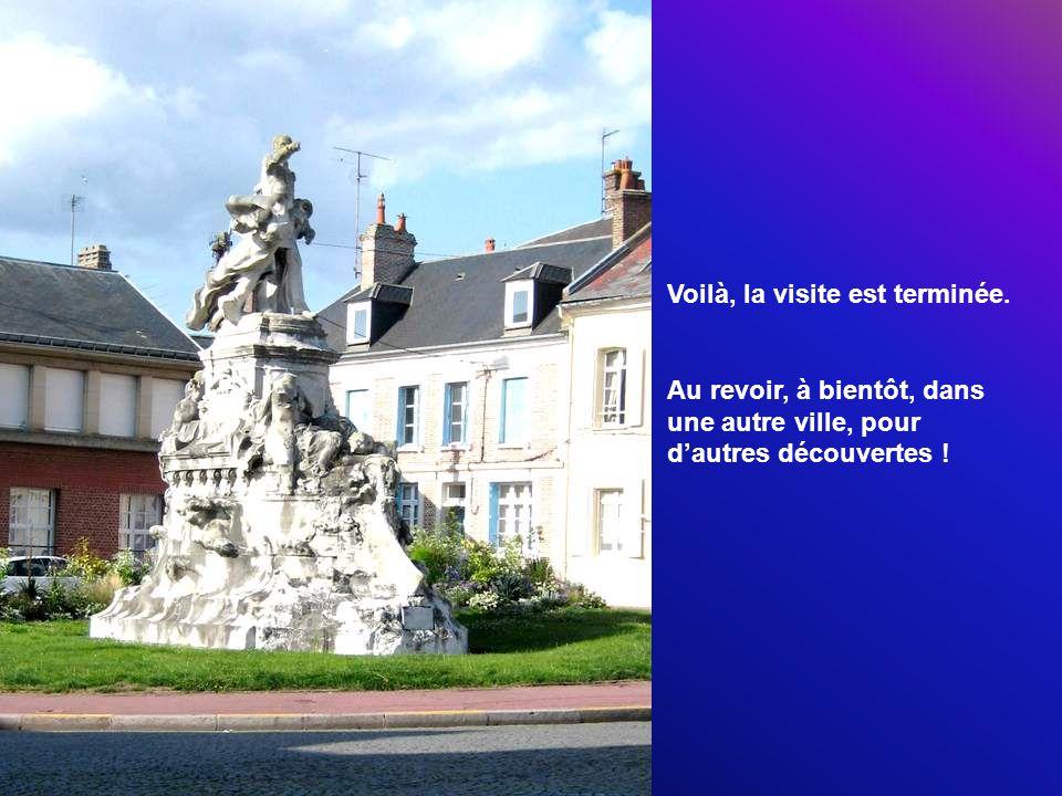 Dans l hôtel particulier, la Ville installa successivement le Musée d Abbeville et du Ponthieu, la Mairie pendant la dernière guerre et jusqu en 1960, puis la Bibliothèque Municipale.