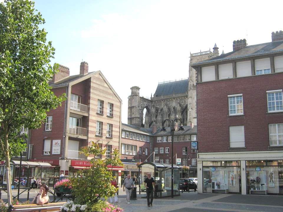 Abbeville est une ville française, située dans le département de la Somme et la région de Picardie.