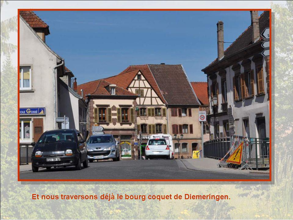 Et nous traversons déjà le bourg coquet de Diemeringen.