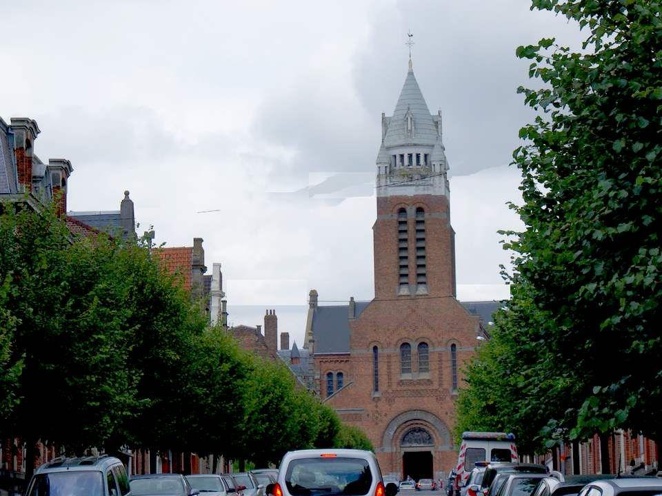 Eglise Saint Vaast - Bailleul L'église Saint-Vaast de Bailleul a été construite en 1932. De style