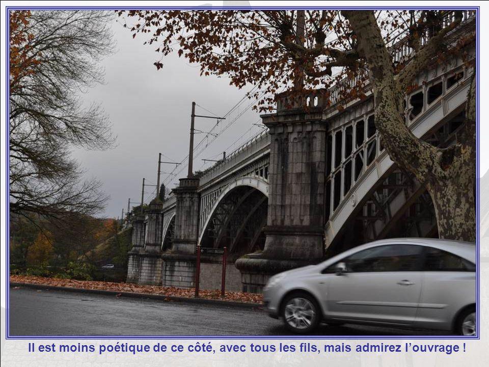 Et ici le pont du chemin de fer, voilé par les dernières feuilles de lautomne.