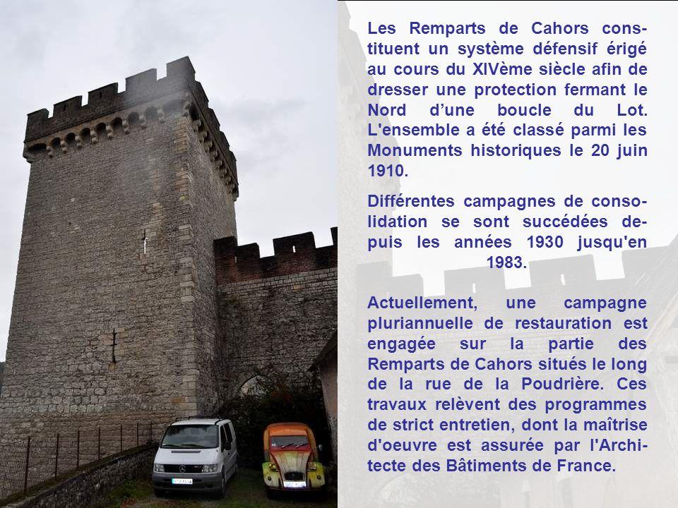 Les Remparts de Cahors cons- tituent un système défensif érigé au cours du XIVème siècle afin de dresser une protection fermant le Nord dune boucle du Lot.