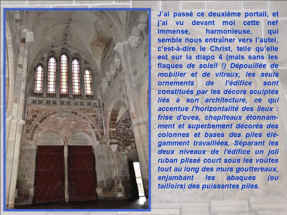 Le tympan du portail central, ou grand tympan du narthex, est un des plus grands chefs-d'œuvre de l'art sculptural roman en France. Il représente la c