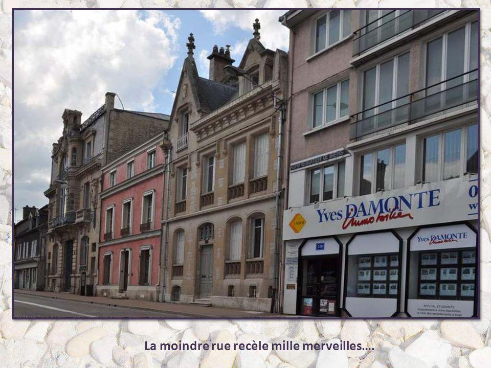 Aujourd'hui unique vestige de ces tourelles, la Maison de l'Orfèvre est représentative des maisons à tourelles de la ville de Troyes qui en possédait