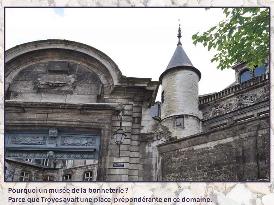 Hôtel de Vauluisant Situé au 4 de la rue de Vauluisant, cet hôtel est un exemple d'architecture civile du XVIè siècle. Construit à la place d'une hôte