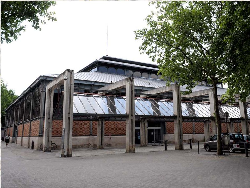 Les Halles de Troyes furent construites sur la maison des Frères Pithou par Bataille, Périsé et Moisant, dans le pur style Baltard qui conjugue le fer