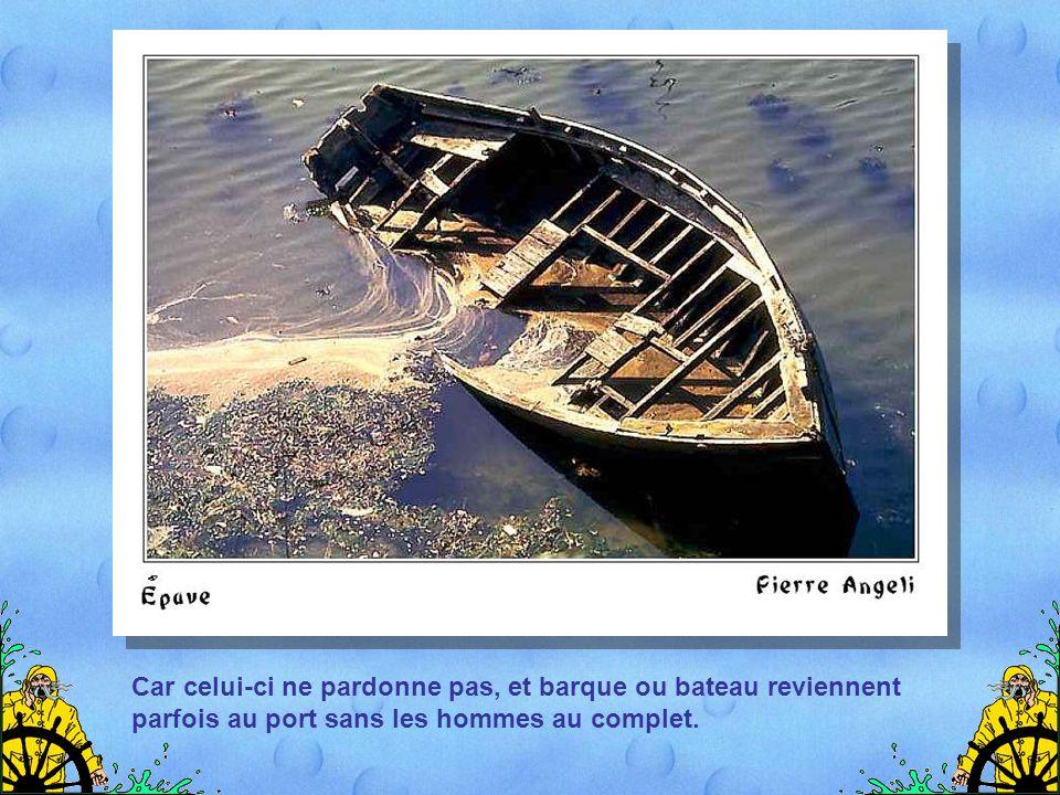 Mais la Bretagne est aussi un pays de douleurs, et les croix sur les côtes rappellent des drames dus aux colères de l'océan…