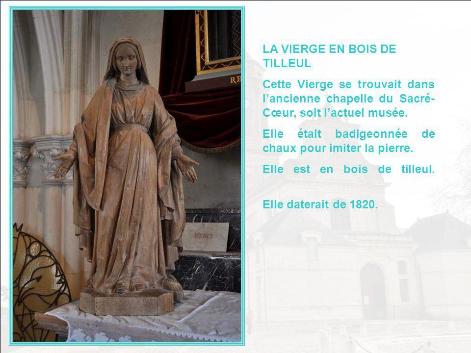 LE TOMBEAU DE BONCHAMPS Ce tombeau a été érigé en 1825 à la mémoire de Bonchamps, un des Généraux vendéens, avec Cathelineau, à mériter unanimement le