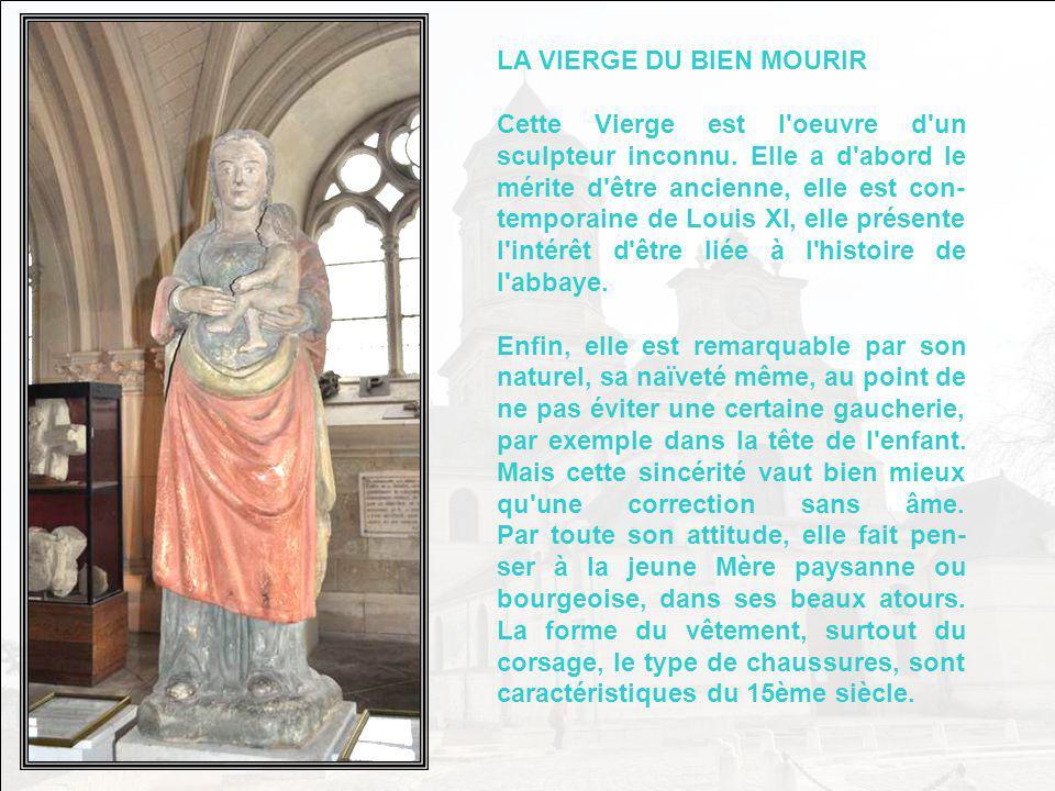 LA VIERGE EN BOIS DE TILLEUL Cette Vierge se trouvait dans lancienne chapelle du Sacré- Cœur, soit lactuel musée. Elle était badigeonnée de chaux pour