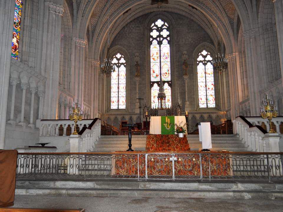 Vous arrivez bien tard, Madame! di- sent les Florentais à la duchesse d An- goulême, lors de son passage à St- Florent en 1823.
