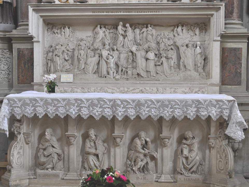 AUTEL DE LA VIERGE EN HAUT : Une gloire du 18ème siècle d où s échappent des rayons, avec des têtes d angelots aux expressions sont très variées.