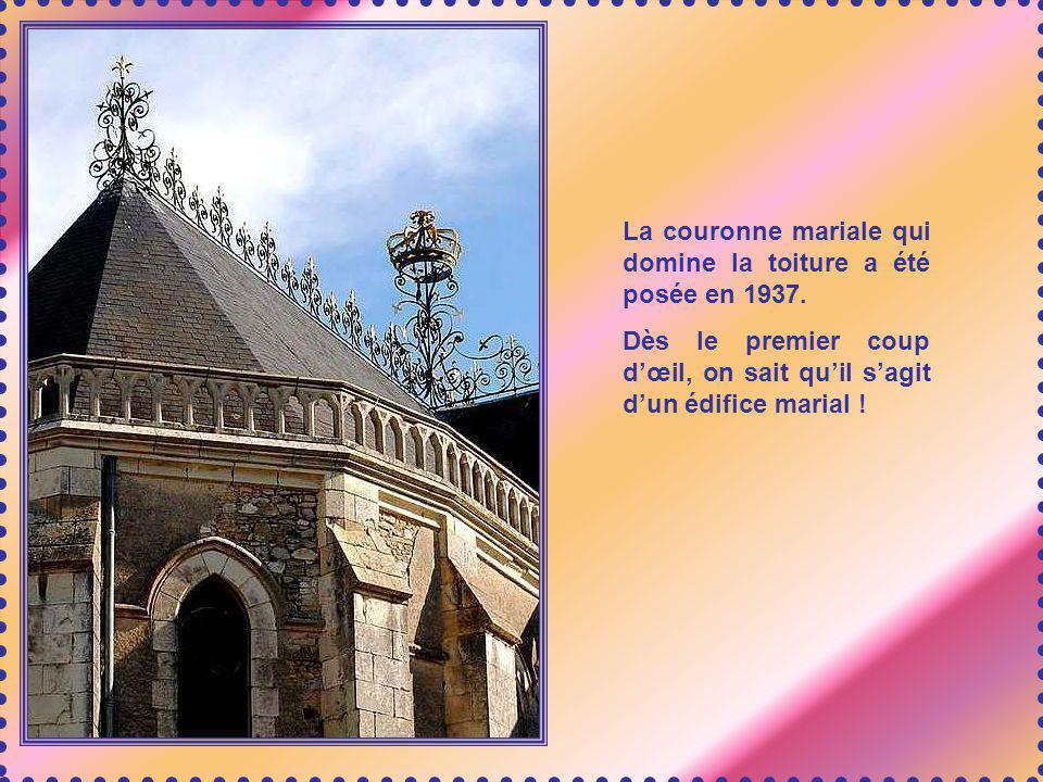 La basilique contient bien dautres peintures et chefs- dœuvre. Ci-joint un magnifique cadre aux reliefs très fouillés, semblable à un immense camée, q