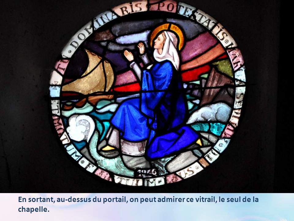 Un carton affiché au mur porte la prière suivante : À NOTRE-DAME DU GRAU D'AGDE Vierge puissante, ô Marie, vous avez souvent montré au Grau votre empi