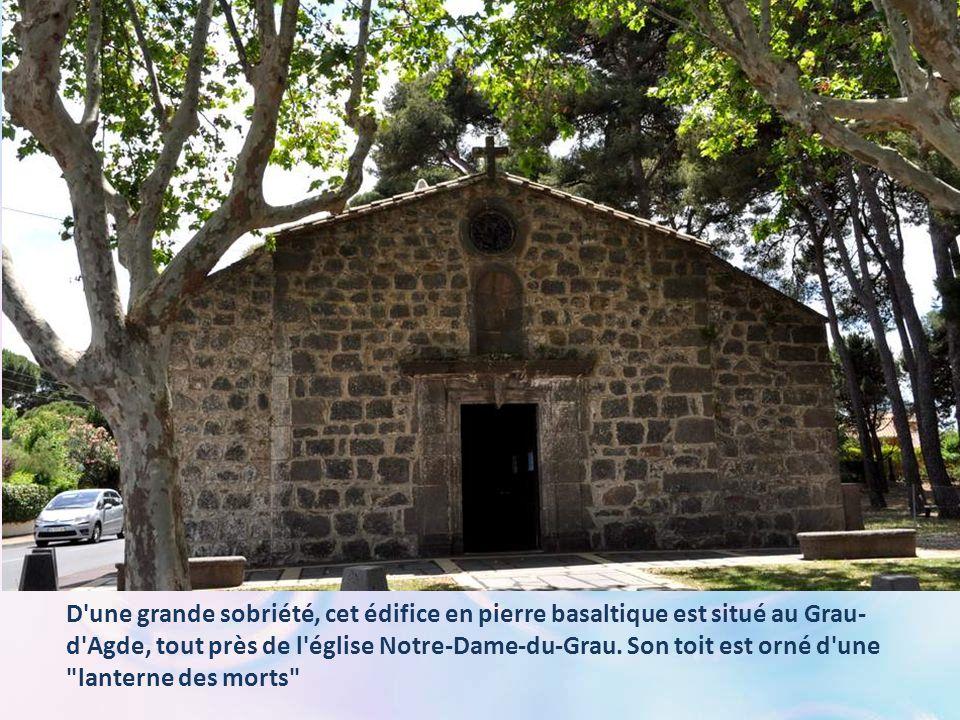 D une grande sobriété, cet édifice en pierre basaltique est situé au Grau- d Agde, tout près de l église Notre-Dame-du-Grau.