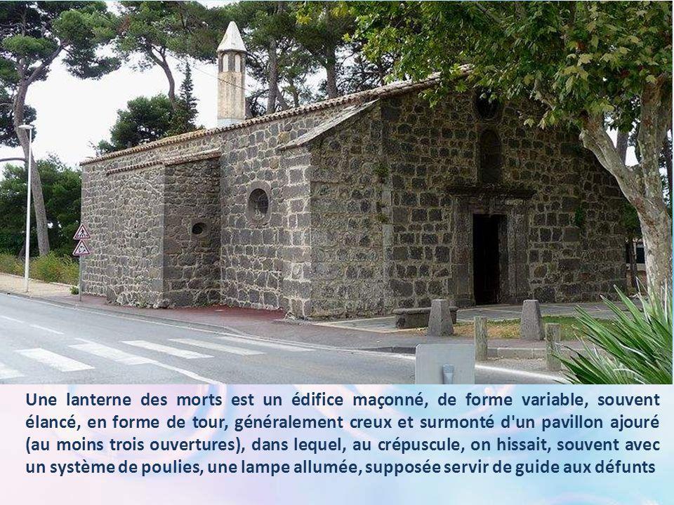 D'une grande sobriété, cet édifice en pierre basaltique est situé au Grau- d'Agde, tout près de l'église Notre-Dame-du-Grau. Son toit est orné d'une