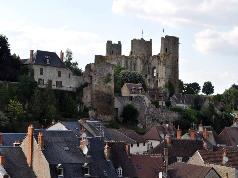 La ville d'eaux berceau des Bourbons Deux millénaires sont présents à Bourbon-l'Archambault, au travers des vestiges et du patrimoine parvenu jusqu'à