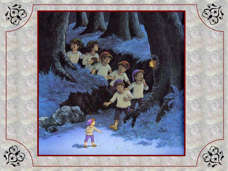 Le lendemain, toute la famille part chercher du bois dans la forêt. A la fin de la journée, pendant que les enfants ne les regardent pas, le père et l