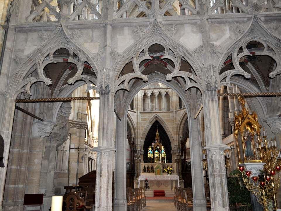 LA STATUE DE NOTRE-DAME DE LEPINE Cette statue est le cœur du pèlerinage au long des siècles.