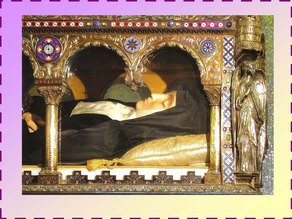 Marguerite mourut au couvent le 17 octobre 1690 et, en 1765, le pape Clément XIII approuva officiellement la dévotion au Sacré Coeur.