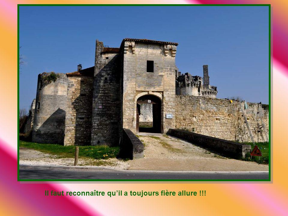 De la puissante forteresse de plaine quétait Mareuil au Moyen Age, il ne reste rien. Les seigneurs de Mareuil, toujours fidèles au roi de France, eure