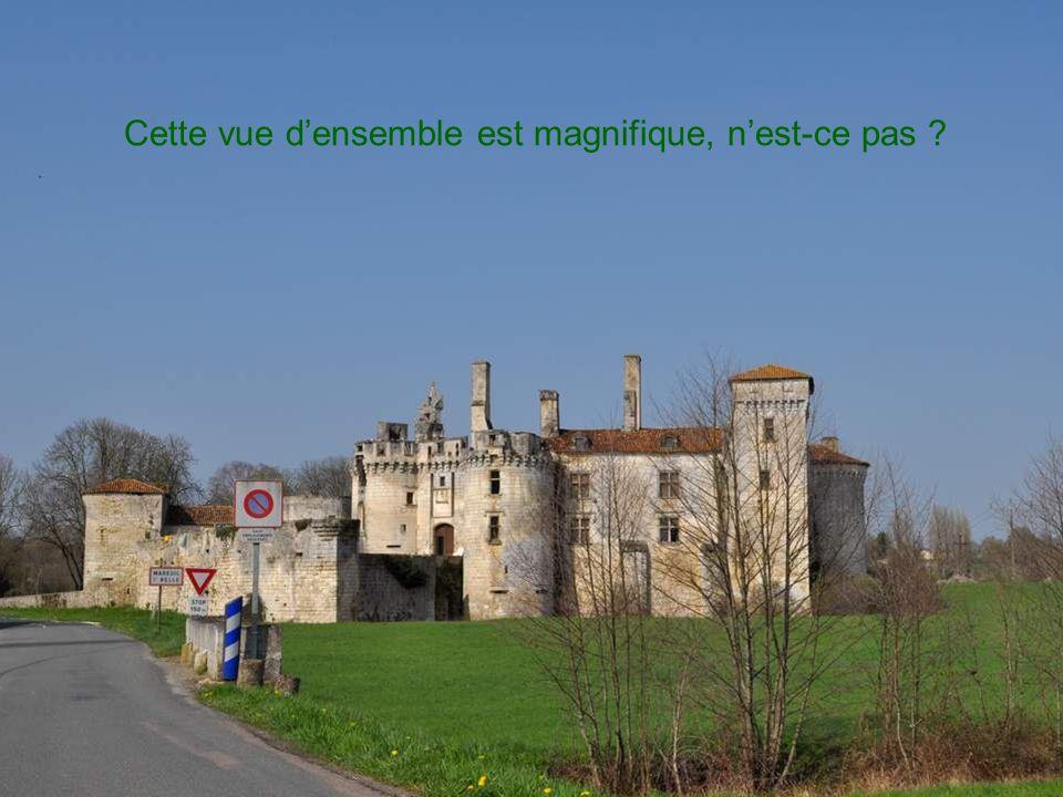 Un peu à plus loin mais encore dans le village se dressait cette charmante chapelle en lhonneur de Notre Dame du Bon Secours.