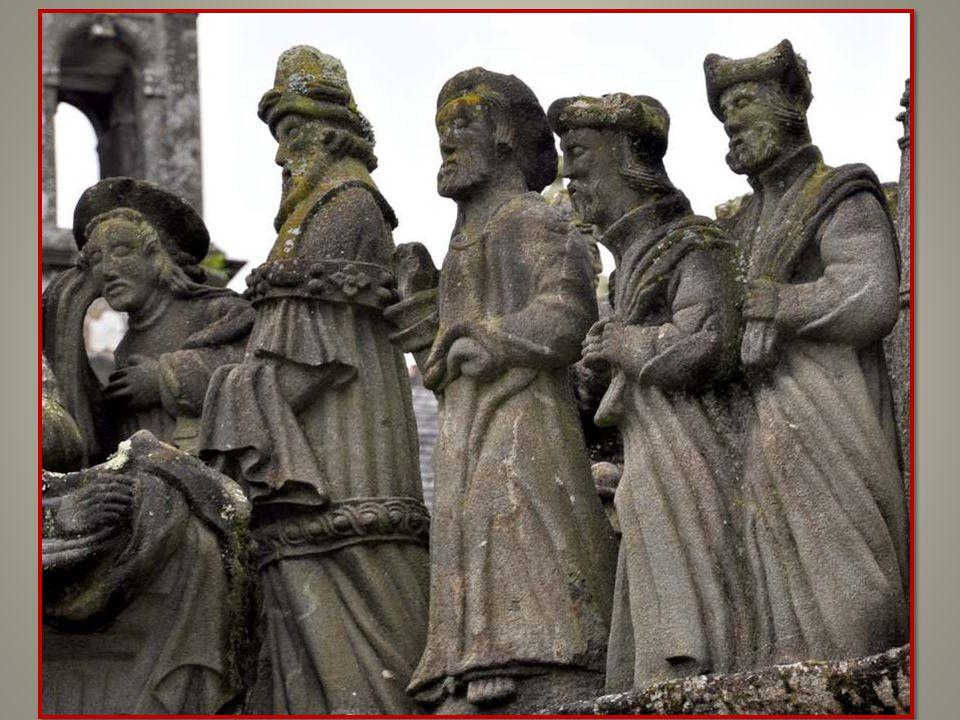 L'ensevelissement : derrière la tête du Christ, la Vierge, debout, contemple le visage de son Fils. Puis trois