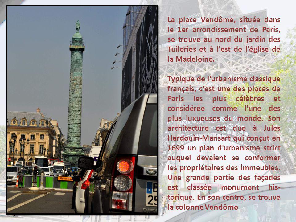 La colonne C est une colonne de bronze de 44,3 mètres de haut et d environ 3,60 mètres de diamètre moyen, posée sur un socle et surmontée par une statue de Napoléon Ier.