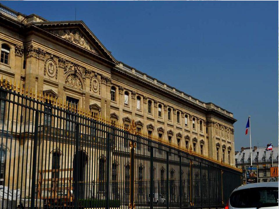 Le jardin des Tuileries est le plus important et le plus ancien jardin à la française de Paris.