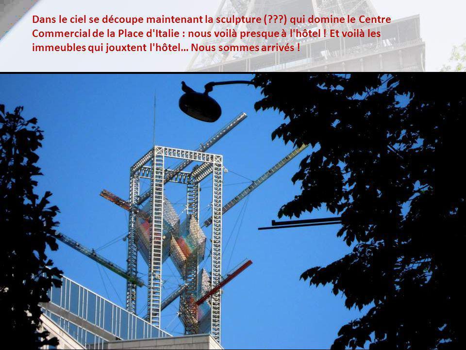 Une magnifique vue de lOpéra Bastille, conçu par Carlos Ott sous la volonté de François Mitterrand, et inaugurée en 1989… sur la place du même nom