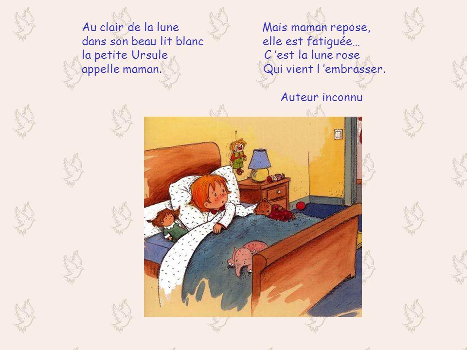 Au clair de la lune Mais la belle lune le petit Henri lui sourit d en haut veut manger des prunes et dit : « c est pas l heure ! Assis dans son lit. F