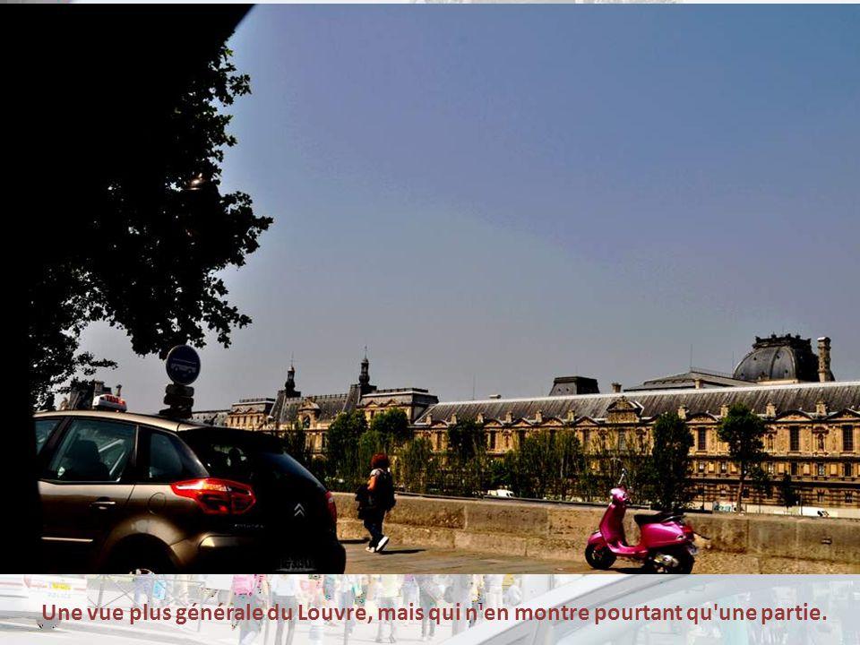 Pendant la Seconde Guerre mondiale, les chefs-d œuvre du musée sont évacués selon un plan conçu dès 1938 par le directeur des musées nationaux de l époque, Jacques Jaujard, qui s appuie sur une liste dressée depuis 1936 qui recense les œuvres présentes dans les diffé- rents musées de France et divers lieux de stockage éventuels.