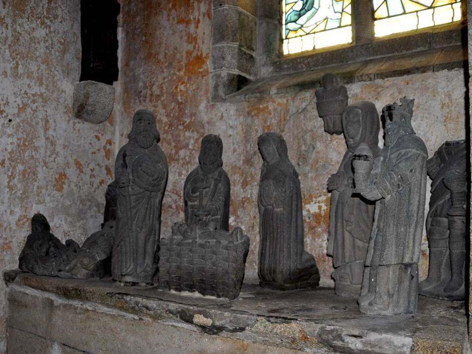 Voici plusieurs statues venant dun ancien calvaire malheureusement détruit par le temps.