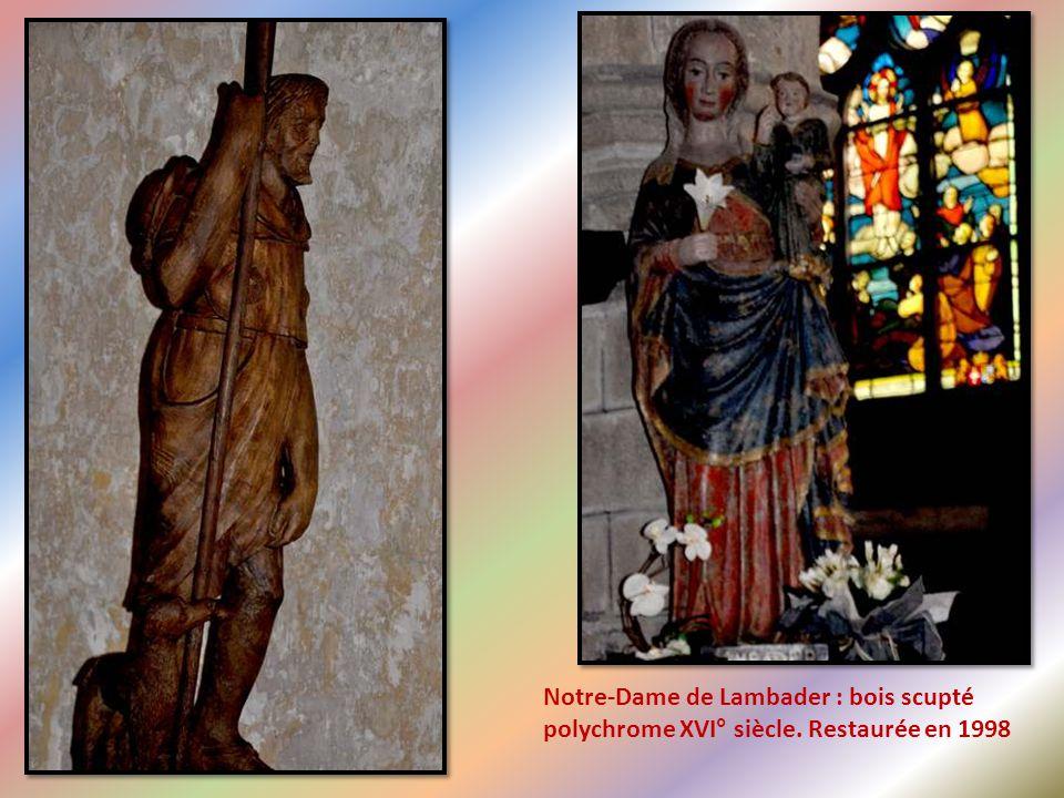 Saint Matthieu, évangéliste, en habits médiévaux Saint Marc écrivant l'évangile en habits Médiévaux.