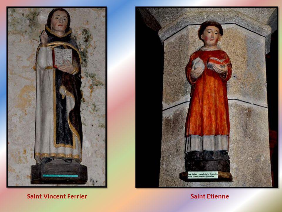 Notre-Dame de Lambader : bois scupté polychrome XVI° siècle. Restaurée en 1998