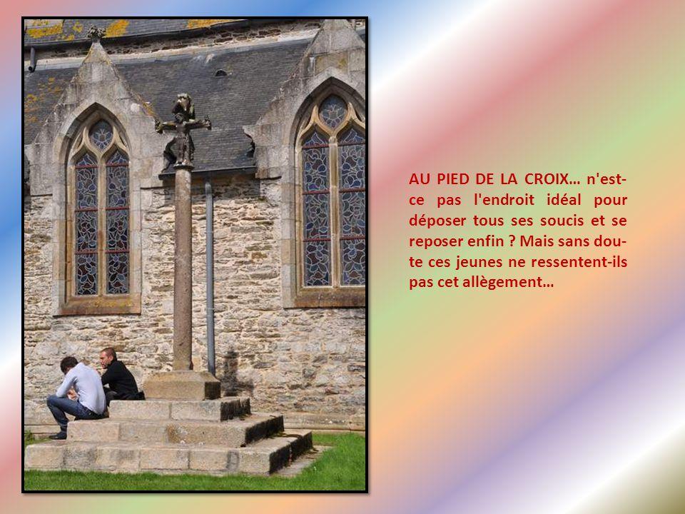 Nous avons quitté l'Eglise notre-Dame de Lambader pour nous rendre juste à côté, à l'église Saint-Pierre-de-Plougorn
