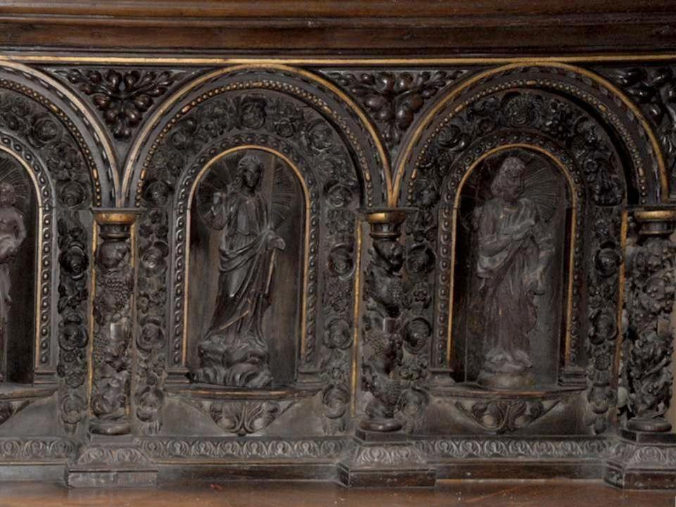 Détail de la sculpture du bas de l'autel