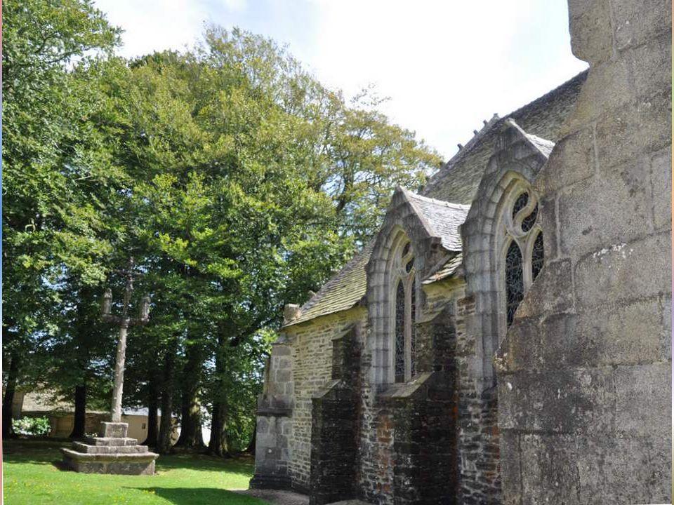 .Un autre site nous donne ces informations complémentaires : Le chevalier Guillaume du Penhoat aurait fait le vœu d'édifier une chapelle à cet endroit