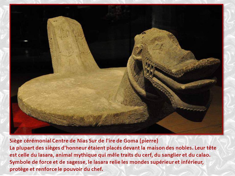Les sculptures de pierre sont fort anciennes chez les Toba et les Pakgak Du Nord de Sumatra. La premières statue (lLa femme assise) que vous voyez sur