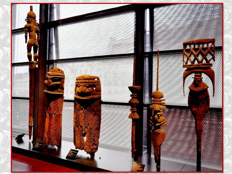 Sculptures kanak Chambranle et flèche faîtière de grande maison cérémonielle XVIIe siècle, centre de la Grande Terre Nouvelle-Calédonie - Bois de houp